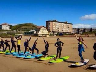 Surfcamp La Arena Surf Center in Zierbena, País Vasco, España