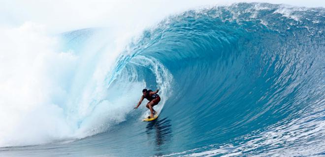 Tahití, un paraíso al alcance del surfista