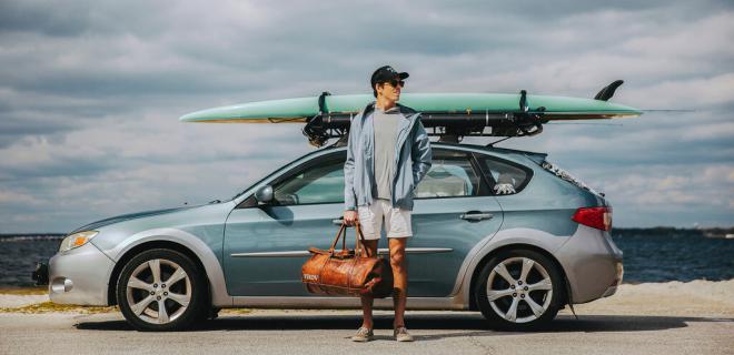 ¿Cómo transportar la tabla de surf en el coche?