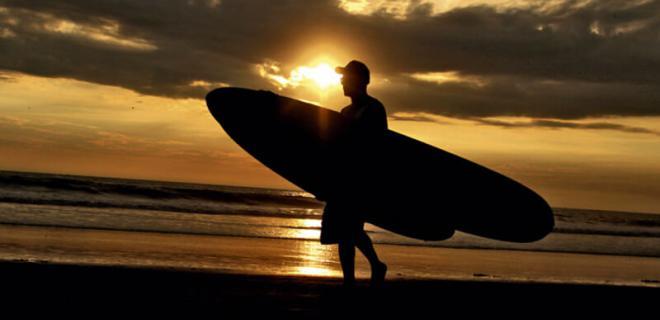 El surf es uno de los atractivos de la 'Ruta del Spondylus' en Ecuador