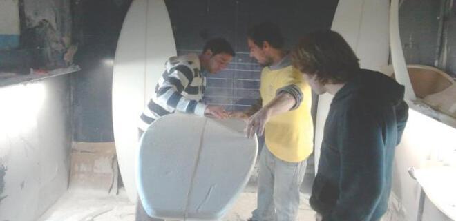 Shaping Work Shop 2016 | RodiRide Surf Boards | Rodiles Surf School | Asturias - España | Alumnos construyendo tabla de surf