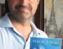 Daniel Esparza con su libro de surf  'Málaga Surf: Historia del Surf y Bodyboard (1970-2000)'