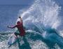 Shane Dorian practicando surf sobre una innovadora tabla de surf de Varial Surfboards en agosto de 2015