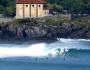 Surfistas en la barra de Mundaka declarada Reserva de Surf en octubre 2015