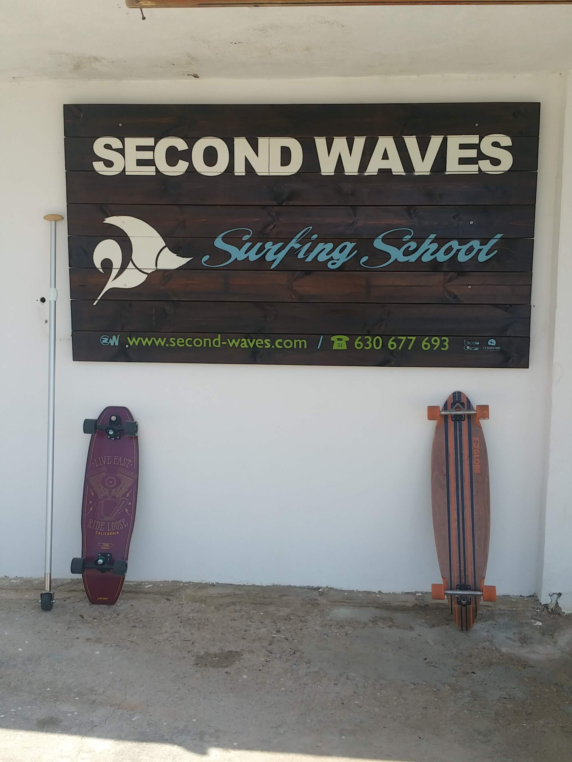 Surfcamp Second Waves Surfing School in Torredembarra, Cataluña, España
