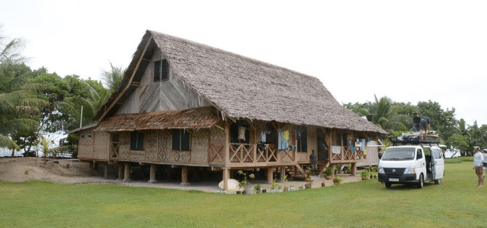 Surfcamp  World Surfaris – Tupira Surf Club in Ulingan Bay, Madang, Papúa Nueva Guinea