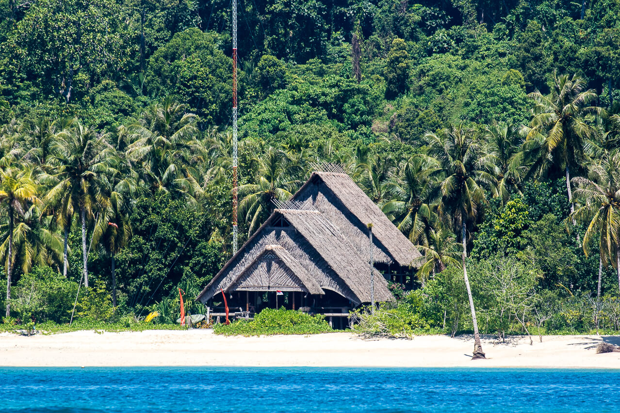 Surfcamp Hidden Bay Resort Mentawais in Siberut, West Sumatra, Indonesia
